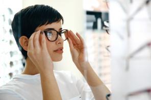 Czym się kierować przy wyborze soczewek okularowych?