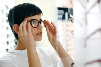 magazynkobiet.pl - Czym się kierować przy wyborze soczewek okularowych  330x220 - Czym się kierować przy wyborze soczewek okularowych?