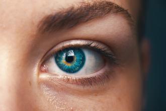 magazynkobiet.pl - Czy usuwanie zmarszczek pod oczami jest bezpieczne  330x220 - Czy usuwanie zmarszczek pod oczami jest bezpieczne?