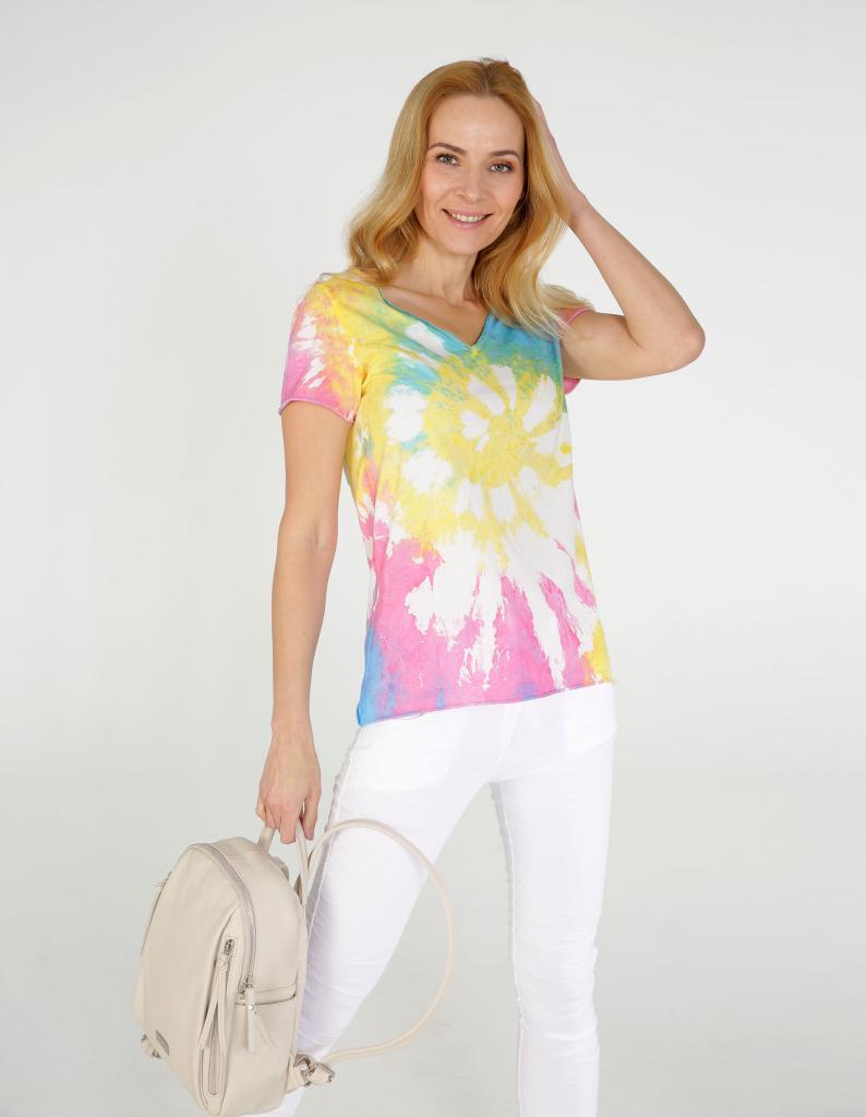 magazynkobiet.pl - bluzka tie dye 794x1024 - Moda na wiosnę i lato 2021. Zobacz, co jest na topie!
