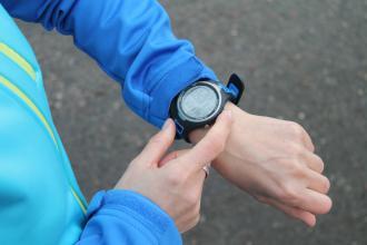 magazynkobiet.pl - co powinien miec zegarek do biegania 330x220 - Co powinien mieć zegarek do biegania? 4 funkcjonalności i modele!