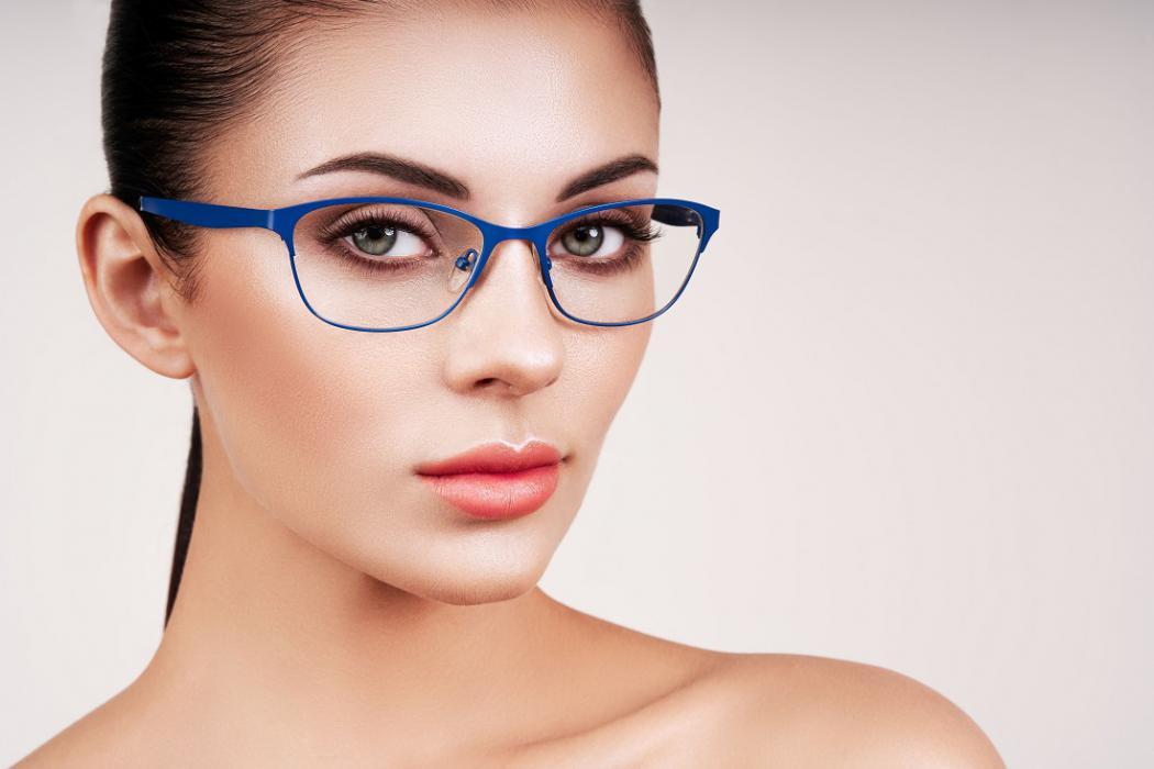 magazynkobiet.pl - okulary1 1050x700 - Trendy i moda w świecie okularów