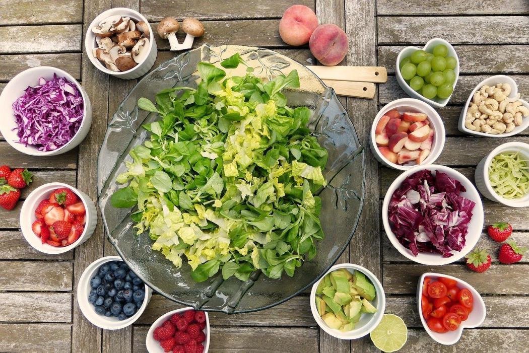 magazynkobiet.pl - salad 2756467 1280 1050x701 - Kawa czy herbata - jaki napój do śniadania?