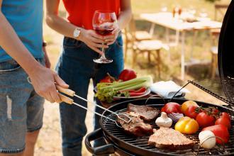 magazynkobiet.pl - nagrilla2 330x220 - Jakie wino dobrać do potraw z grilla?