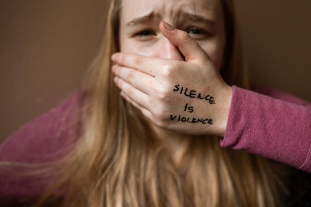 magazynkobiet.pl - pexels rodnae productions 6003787 1050x700 - Czy przemoc domowa ma płeć?