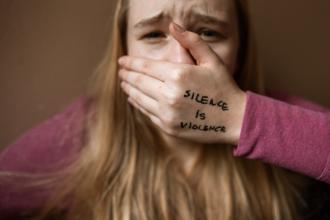 magazynkobiet.pl - pexels rodnae productions 6003787 330x220 - Czy przemoc domowa ma płeć?