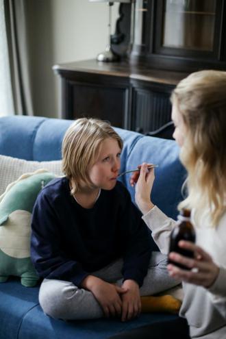 magazynkobiet.pl - co na kaszel mokry jaki wybrac syrop na kaszel dla dzieci 330x495 - Co na kaszel mokry? Jaki wybrać syrop na kaszel dla dzieci?