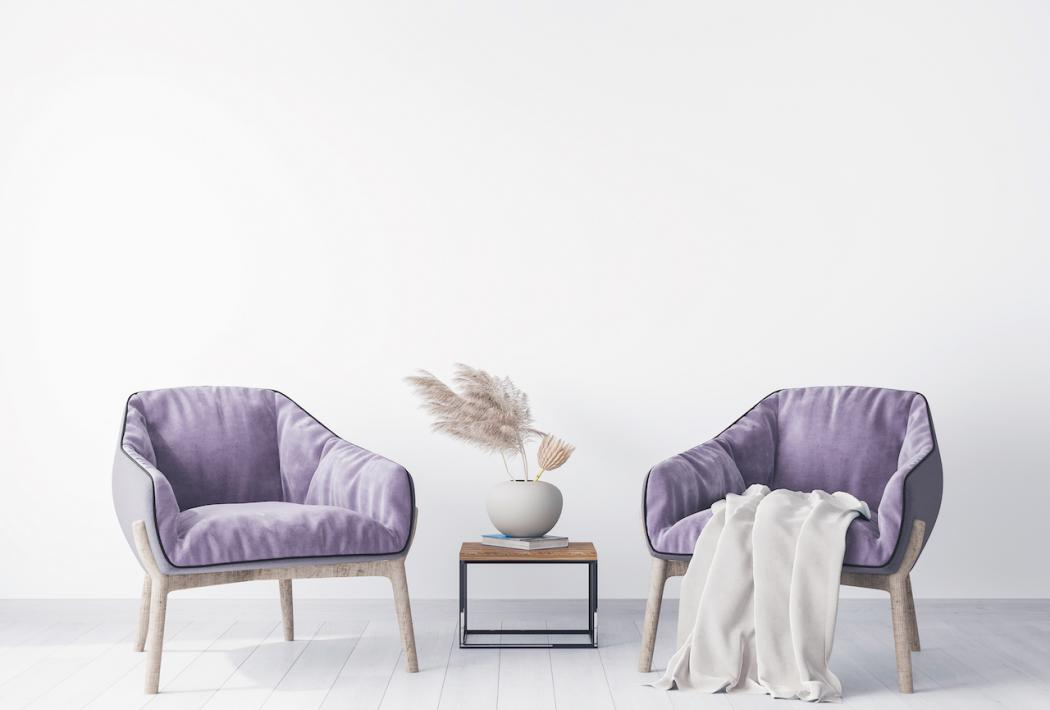 magazynkobiet.pl - two armchairs in modern living room design with pampas grass home accessories 1050x710 - Jak wprowadzić kolor fioletowy do mieszkania?